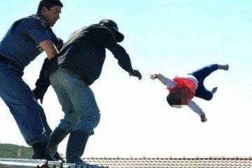 xblog child roof.jpg.pagespeed.ic .WbIMXtNsdq - LIVRE: Homem jogou filha de telhado em protesto contra demolição não será preso
