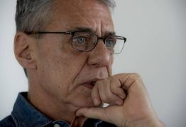 Chico Buarque explica sobre pedido de visto de longa duração na França