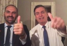 Críticas a Eduardo na embaixada mostram que filho é pessoa 'adequada' ao posto, diz Bolsonaro – VEJA VÍDEO