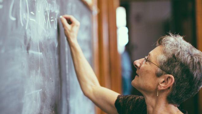 107790422 women2 - Universidade européia só contratará professores do sexo feminino por um ano e meio