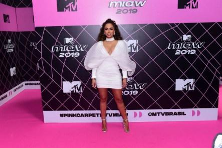 15621984855d1d41d51cac6 1562198485 3x2 md 300x200 - Anitta evita falar com artistas e causa climão em premiação da MTV