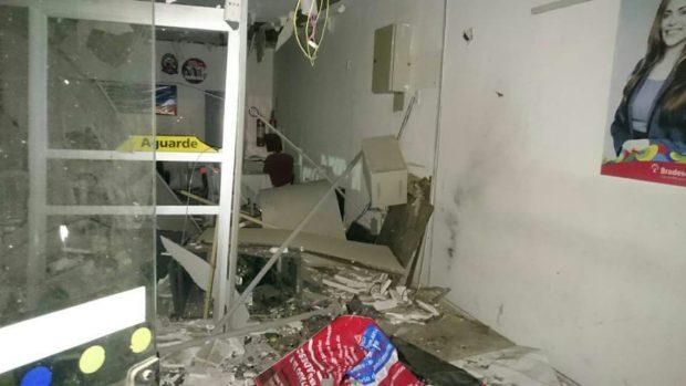17c9a89a 4842 4815 9819 44525177dcce 620x349 - Justiça manda bancoindenizar idosa que teve parte da casa destruída após explosão
