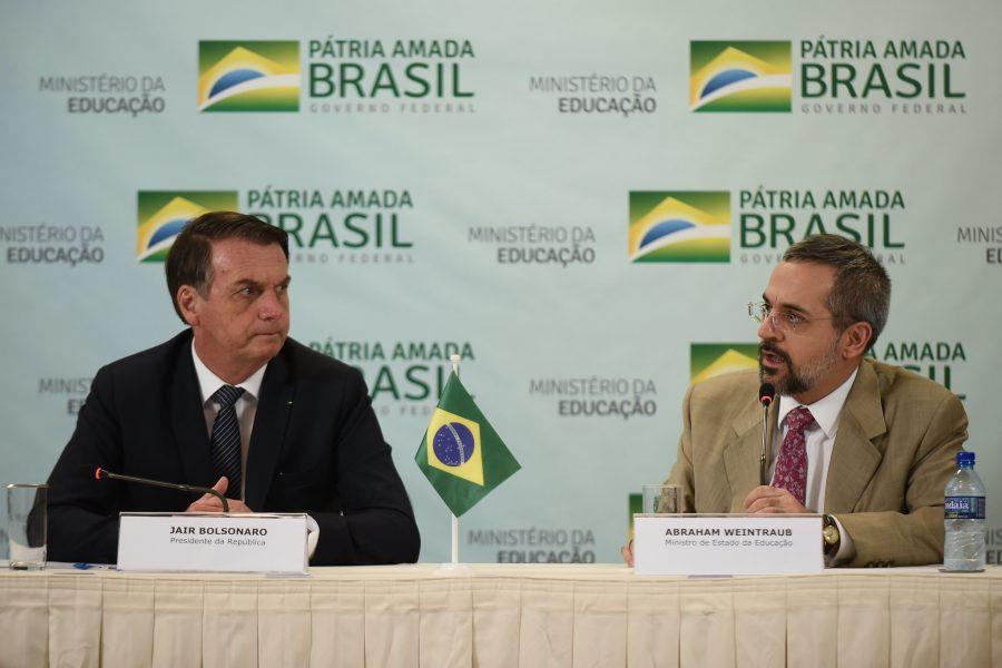 32756681377 762556a70f k e1563182959805 - Bolsonaro corta repasses federais para creches, educação básica, alfabetização e ensino técnico