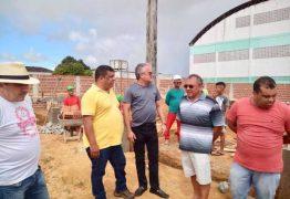 Prefeito de Alhandra visita canteiro de obras da escola de Mata Redonda