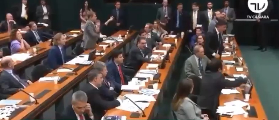 Capturar 11 - Deputado chama Moro de 'juiz ladrão' e audiência termina em confusão - VEJA VÍDEO