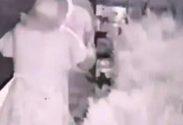 Câmera de segurança flagra mulher furtando jarros de residência em João Pessoa – VEJA VÍDEO