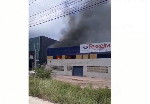 Incêndio atinge escritório do Ferreira Atacado Distribuidor em Cabedelo