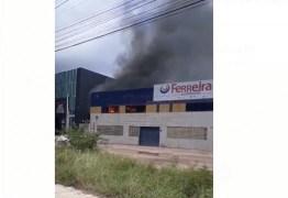 Incêndio atinge escritório do Ferreira Atacado Distribuidor em Cabedelo – VEJA VÍDEO