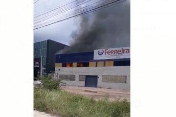 Capturard - Incêndio atinge escritório do Ferreira Atacado Distribuidor em Cabedelo - VEJA VÍDEO
