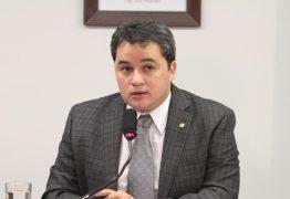 Efraim Filho vai à Bolsonaro para manter aliado, mas pode indicar novo nome para Incra