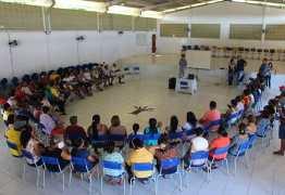 Comerciantes do Mercado Público de Conde participam de reunião com equipes da Prefeitura e do Sebrae