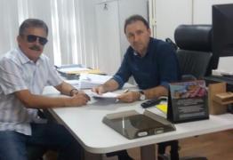 Em reunião com secretário, Tião Gomes solicita ao governo conclusão das obras do Matadouro Regional no Brejo paraibano
