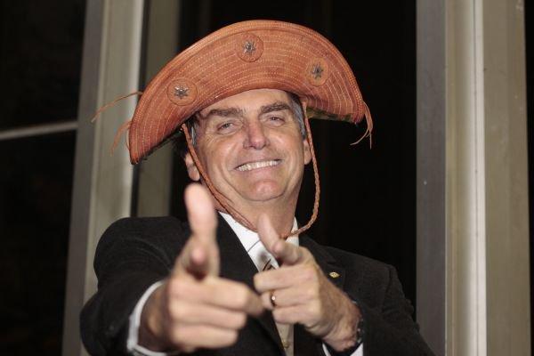 """bolsonaro cangaceiro nordeste - """"As esquerdas estão desesperadas, Bolsonaro não é preconceituoso, salvará o Brasil e vai ser o melhor presidente para  o Nordeste"""": Diz Rui Galdino"""