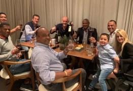 Cafu comemora 25 anos do tetra em jantar com outros seis campeões