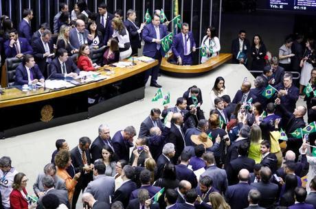 REFORMA DA PREVIDÊNCIA: 4 votos contra e 8 a favor; veja como votaram os deputados da Paraíba