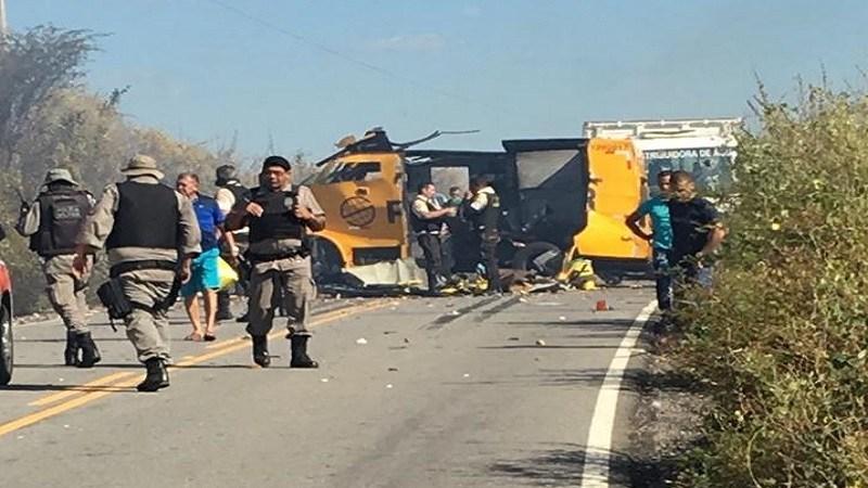 Bandidos explodem carro forte em Jericó e PM da Paraíba e Rio Grande do Norte fazem buscas