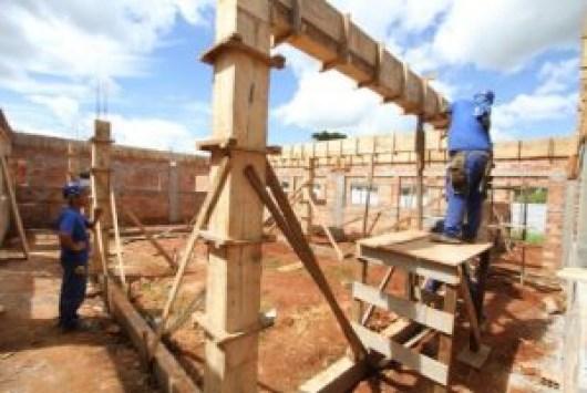 construção 300x201 - Confiança do empresário da construção sobe 2,6 pontos em julho