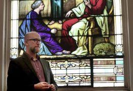 Pastor é expulso de denominação por permitir o casamento gay em sua igreja
