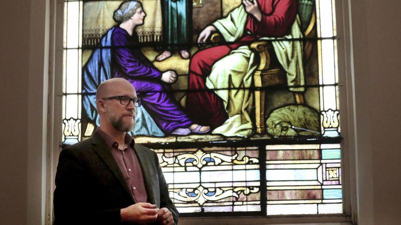 dan collison - Pastor é expulso de denominação por permitir o casamento gay em sua igreja