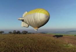 Piloto restaura dirigível de ar quente para voar como Santos Dumont