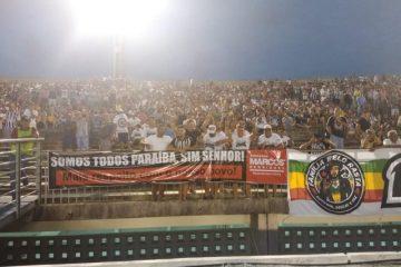Torcedores protestam contra Bolsonaro em estádio na Paraíba