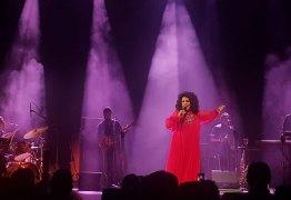 Em show, Gal Costa dança em coro de 'Ei, Bolsonaro, vai tomar no c*' – VEJA VÍDEO