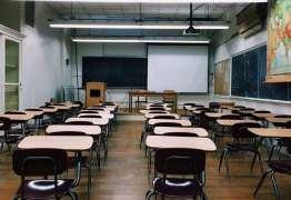 CRISE: após bloqueio de verbas, universidades cortam bolsas, transporte e até bandejão
