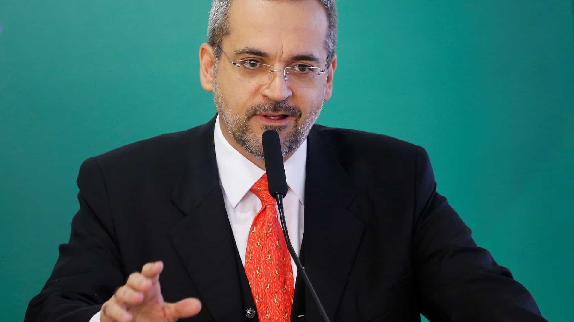MEC quer usar lei Rouanet para ajudar a custear universidades federais
