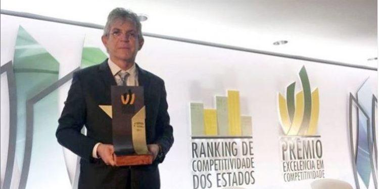 rankin 750x375 - Ricardo Coutinho adere ao #TBT e posta foto do dia em que recebeu, em nome da Paraíba, Prêmio Excelência em Competitividade 2018