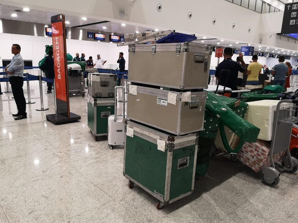 Avião do Palmeiras arremete duas vezes em tentativa de pouso e tem rota alterada na Argentina