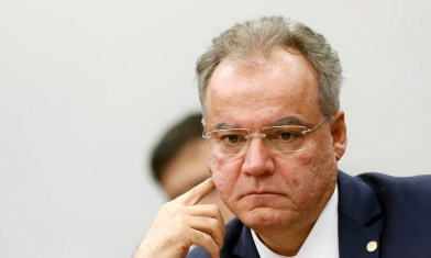 x82571528 Brazilian Federal Deputy Samuel Moreira looks on during a session of the commission of the.jpg.pagespeed.ic .tZxsWAIML1 300x180 - PREVIDÊNCIA: Parecer do relator da reforma deve ser votado nesta terça-feira (2)