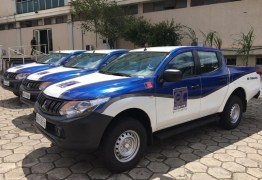 João Azevêdo entrega veículos ao DER para manutenção da malha rodoviária nesta terça
