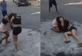 Mulher mata amante do pai espancada e pessoas filmam a briga – VEJA VÍDEO