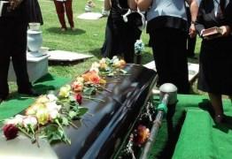 Funerária entrega corpo errado para família em enterro