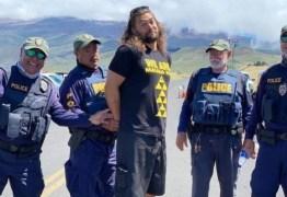 Jason Momoa é 'preso' durante protesto no Havaí