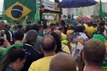 Ex-Casseta Marcelo Madureira critica Bolsonaro sai escoltado pela PM de ato contra lei de abuso – VEJA VÍDEO