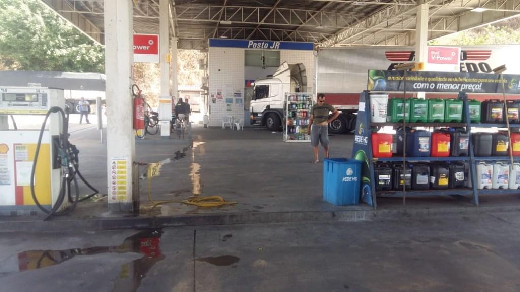 57e4d931 d9f2 4b10 9f25 425a267d87c5 1024x576 - EFEITO DE DROGAS? Motorista é preso pela PRF após invadir posto de combustível com carreta - VEJA VÍDEOS