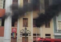PERIGO: Incêndio atinge casarão no Centro Histórico de João Pessoa – VEJA VÍDEO