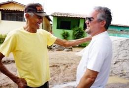 ALHANDRA: Prefeito Renato Mendes acompanha início das obras de calçamento em rua do bairro Caixa D'água