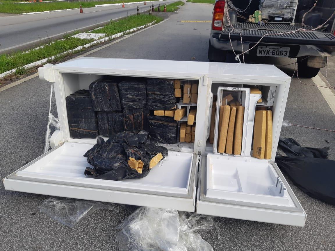 91ced6a9 b92c 4217 a2ef 025a992962e1 - GELADEIRA RECHEADA: PRF apreende carro roubado com 250Kg de drogas escondido em eletrodoméstico