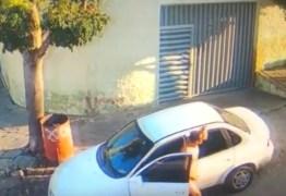 TARADO EM CAMPINA GRANDE: homem persegue mulheres e câmeras flagram ele se masturbando na rua – VEJA VÍDEO