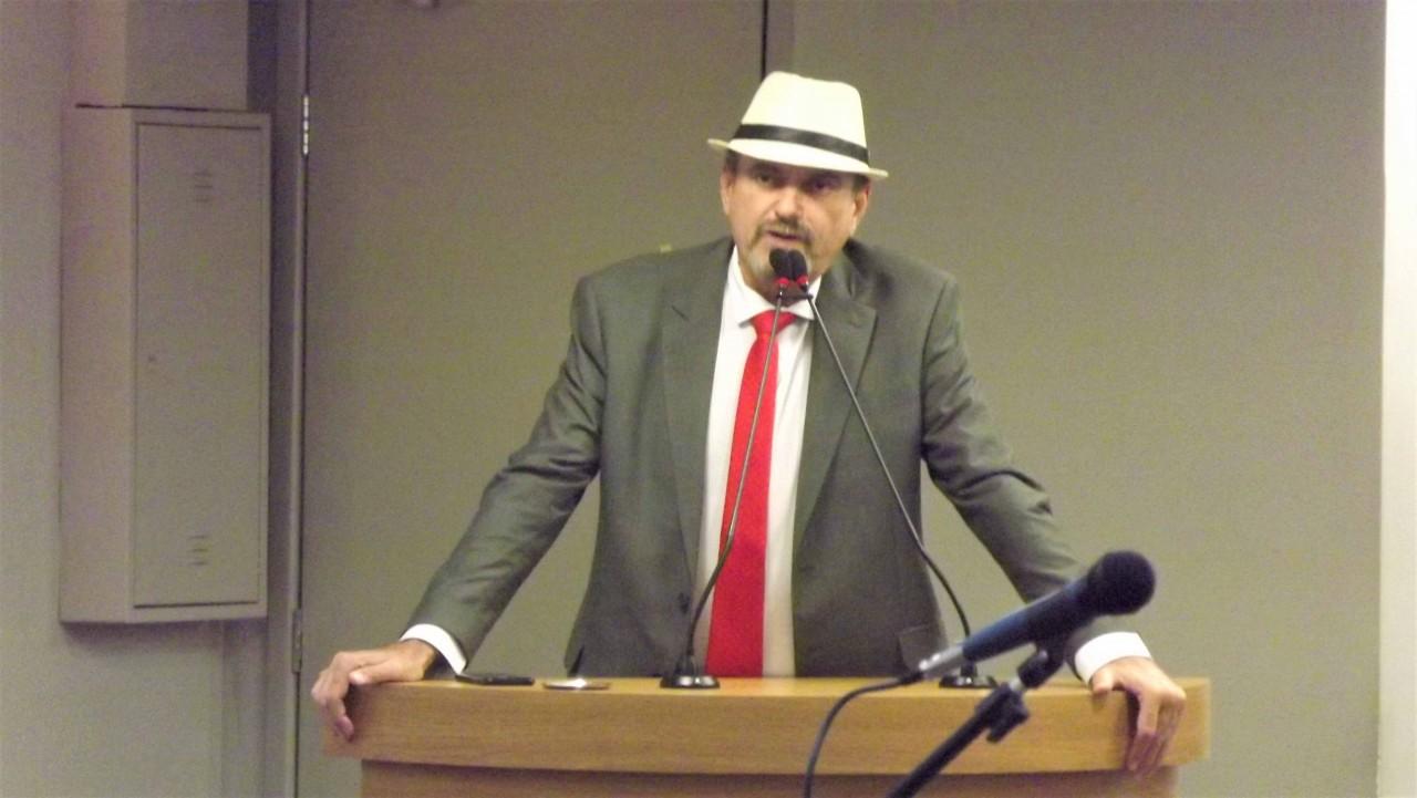 Deputado Jeová Canpos criticou decisão do governo federal de suspender contratos com laboratórios - Jeová Campos critica decisão do Governo Federal de não mais disponibilizar medicamentos para a população