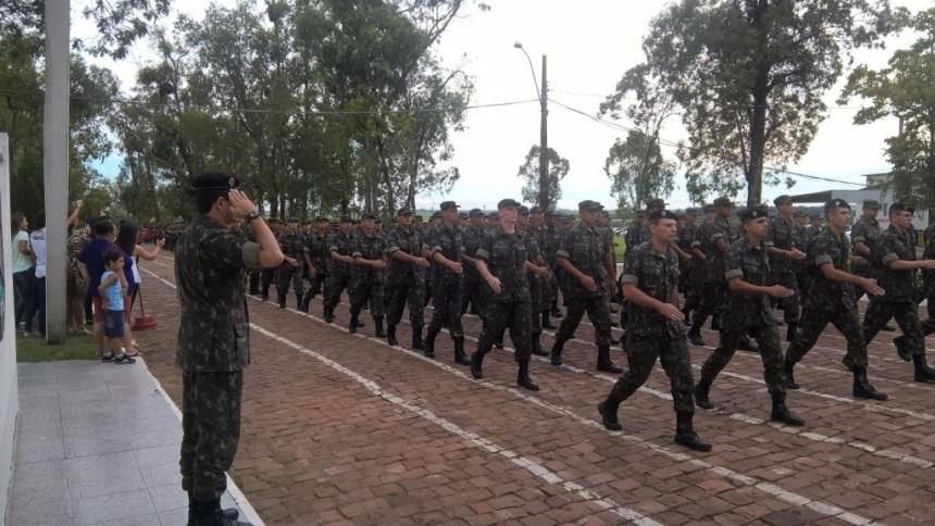Com dinheiro bloqueado, Exército pode cortar 25 mil recrutas em outubro