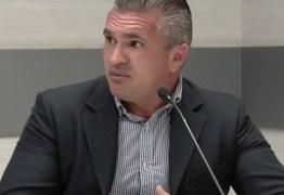 Julian Lemos usa redes sociais para responder criticas sobre reembolso parlamentar