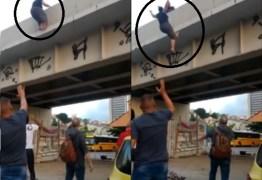 Pastores ficam abalados após ver vídeo de Pastora que pulou de ponte e saber o motivo do suicídio