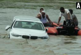 Chateado por não ganhar Jaguar em seu aniversário, rapaz joga BMW em rio – VEJA VÍDEO