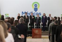 Bolsonaro assina MP que cria novo Mais Médicos