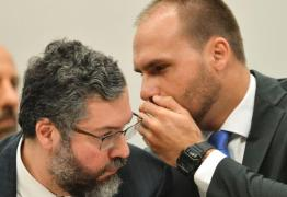 Bolsonaro anuncia que filho irá aos EUA se reunir com Trump