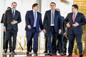 jair bolsonaro maia alcolumbre toffoli 2019 2410.jpg 300x200 - GOLPE A VISTA ? Toffoli se reuniu com autoridades contra movimento para afastar Bolsonaro - ENTENDA