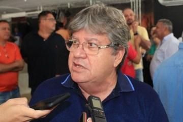 joao azevedo camisa azul 768x513 - João Azevêdo inaugura Instituto de Polícia Científica de Cajazeiras nesta sexta-feira